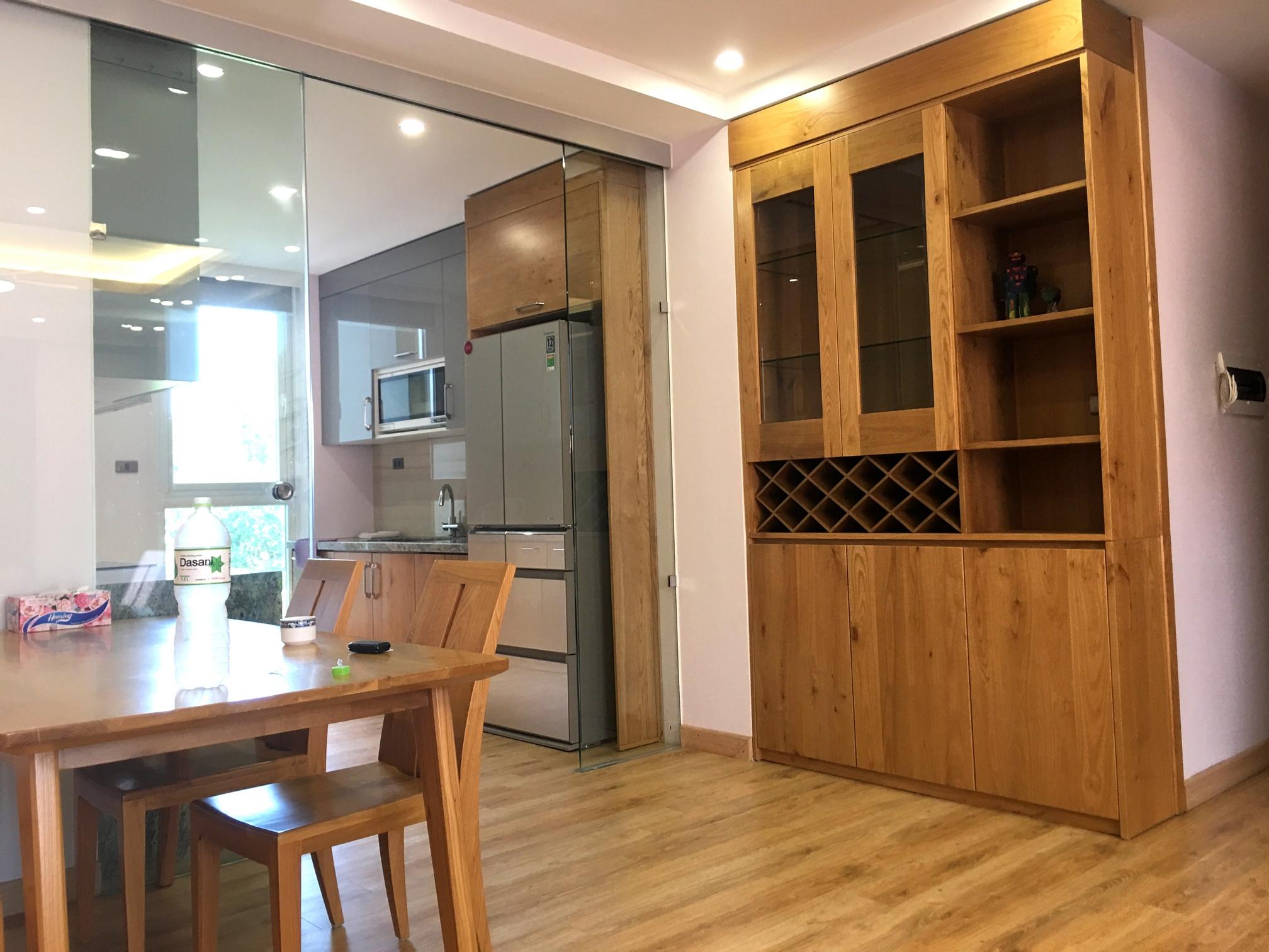 Khám phá nội thất phòng khách và bếp ăn với gỗ sồi tự nhiên